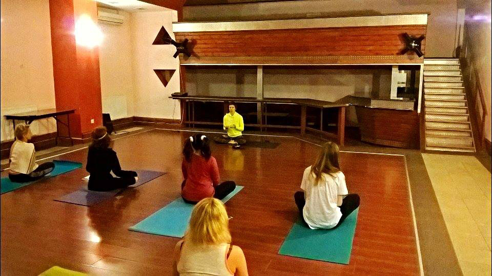 Женская йога по фитнесу